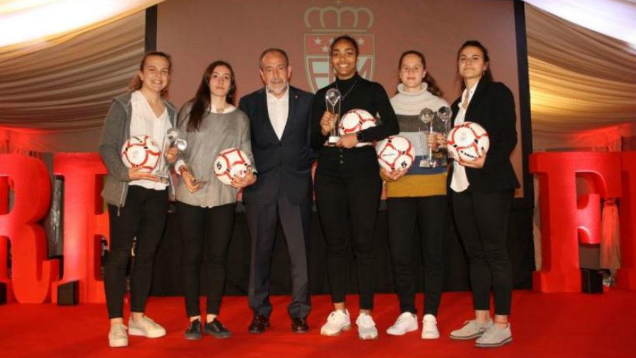 Madrid homenajea al fútbol femenino