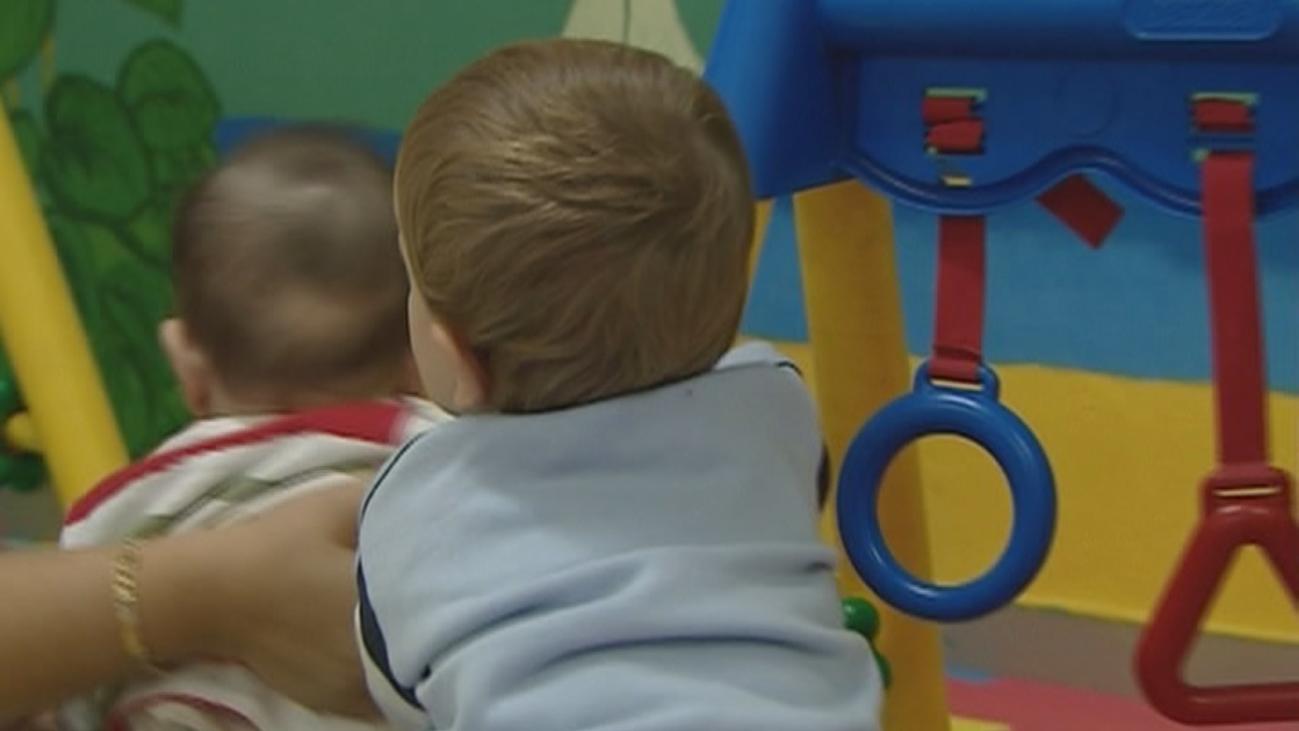 Los sindicatos critican que el cheque-guardería discrimina a familias en paro