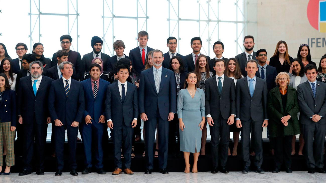 """El Rey insta a los jóvenes a """"cambiar y mejorar el mundo"""""""