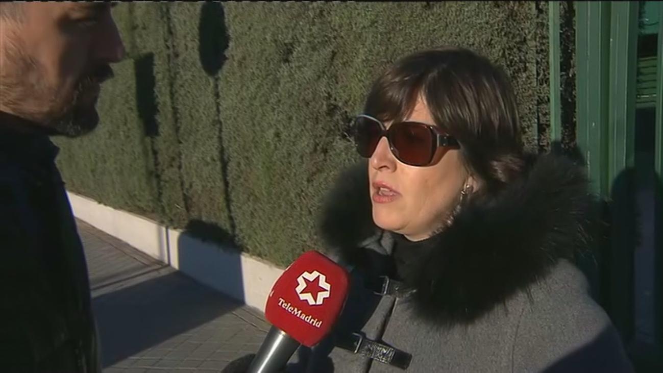 Una madre denuncia que le prohibieron cambiarse con su hijo en la piscina municipal de Hortaleza
