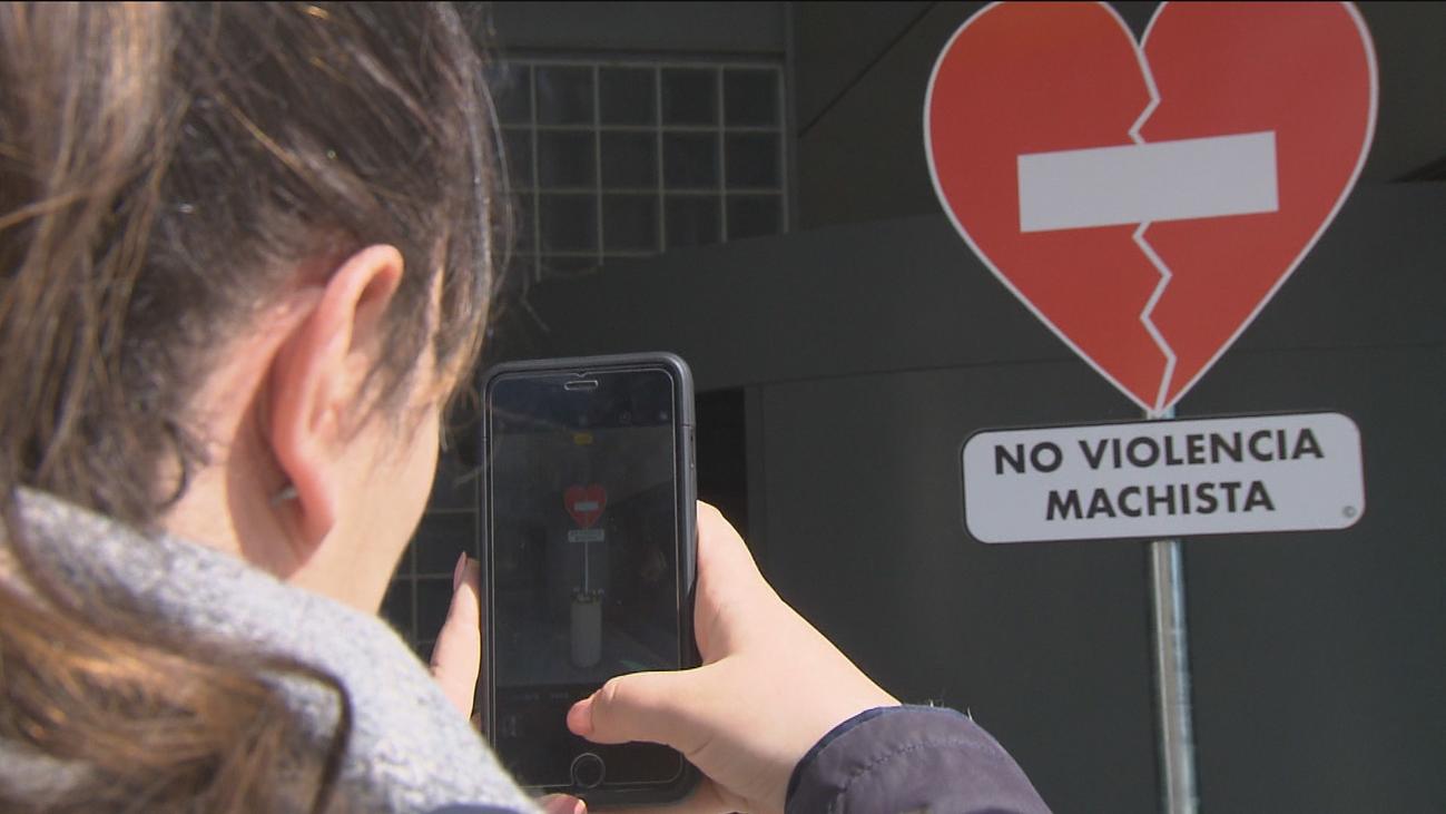 Fuenlabrada instala señales de tráfico contra la violencia machista