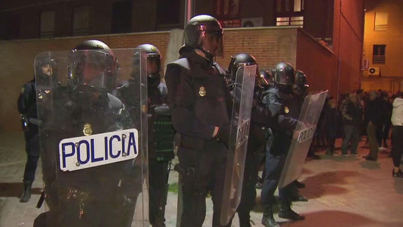 Despliegue y cargas de antidisturbios ante la tensión vecinal en El Pozo