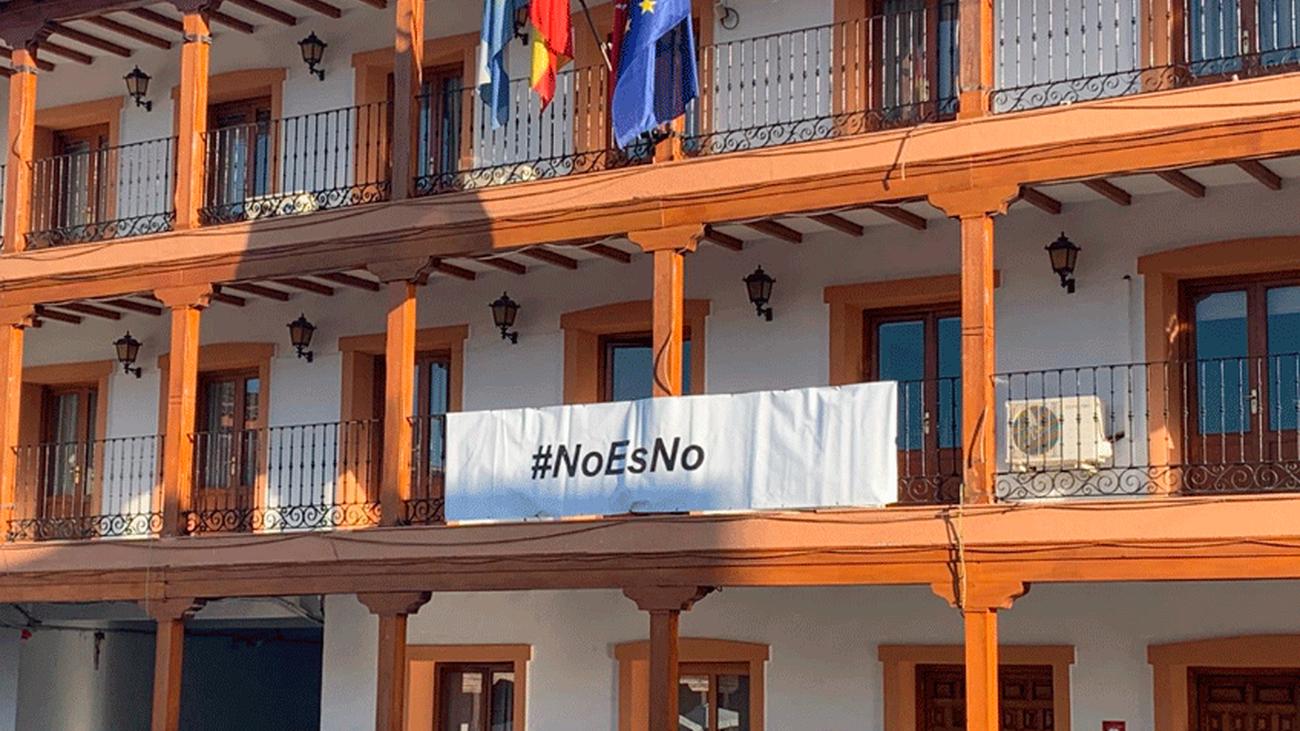 Concentración de protesta contra la violación de una joven en Ciempozuelos