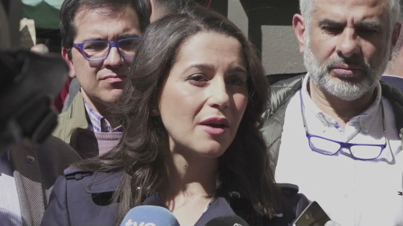 """Arrimadas: """"Sánchez no ha movido ni un dedo para retirar los lazos amarillos"""""""