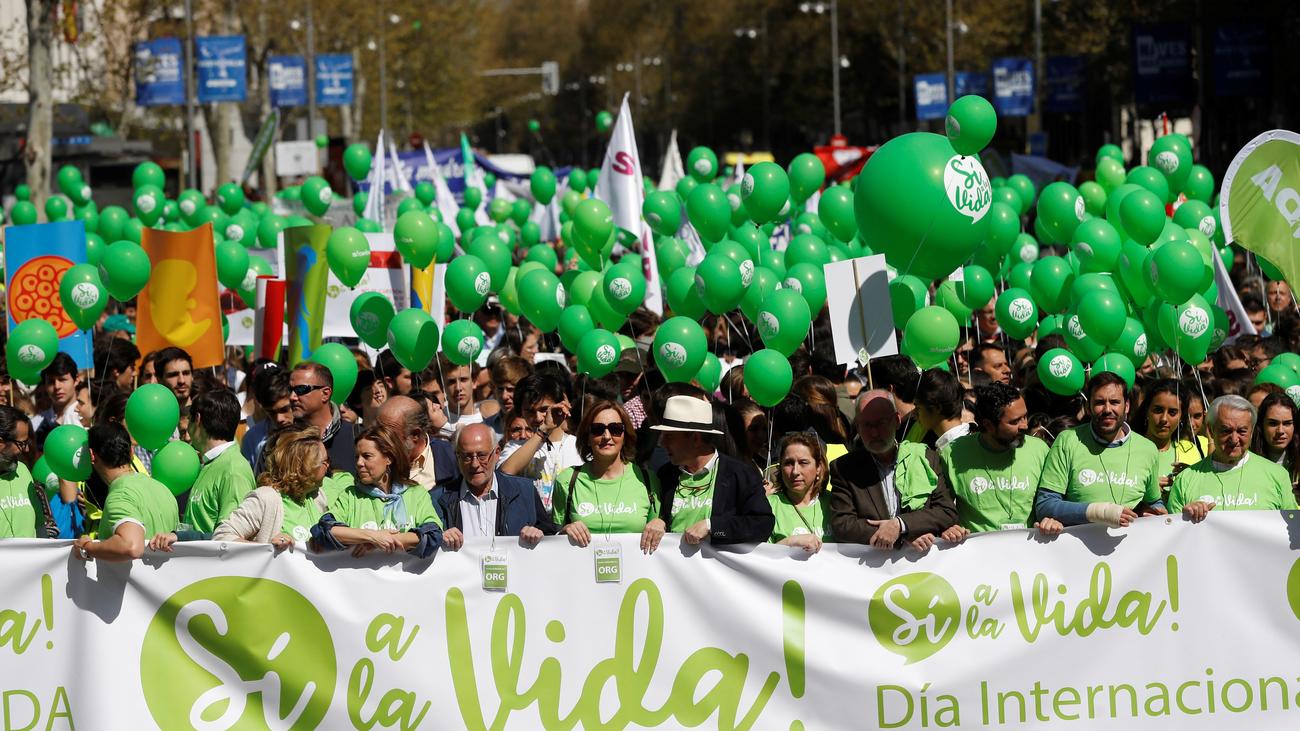 """Centenares de personas marchan en Madrid para """"defender la vida"""""""