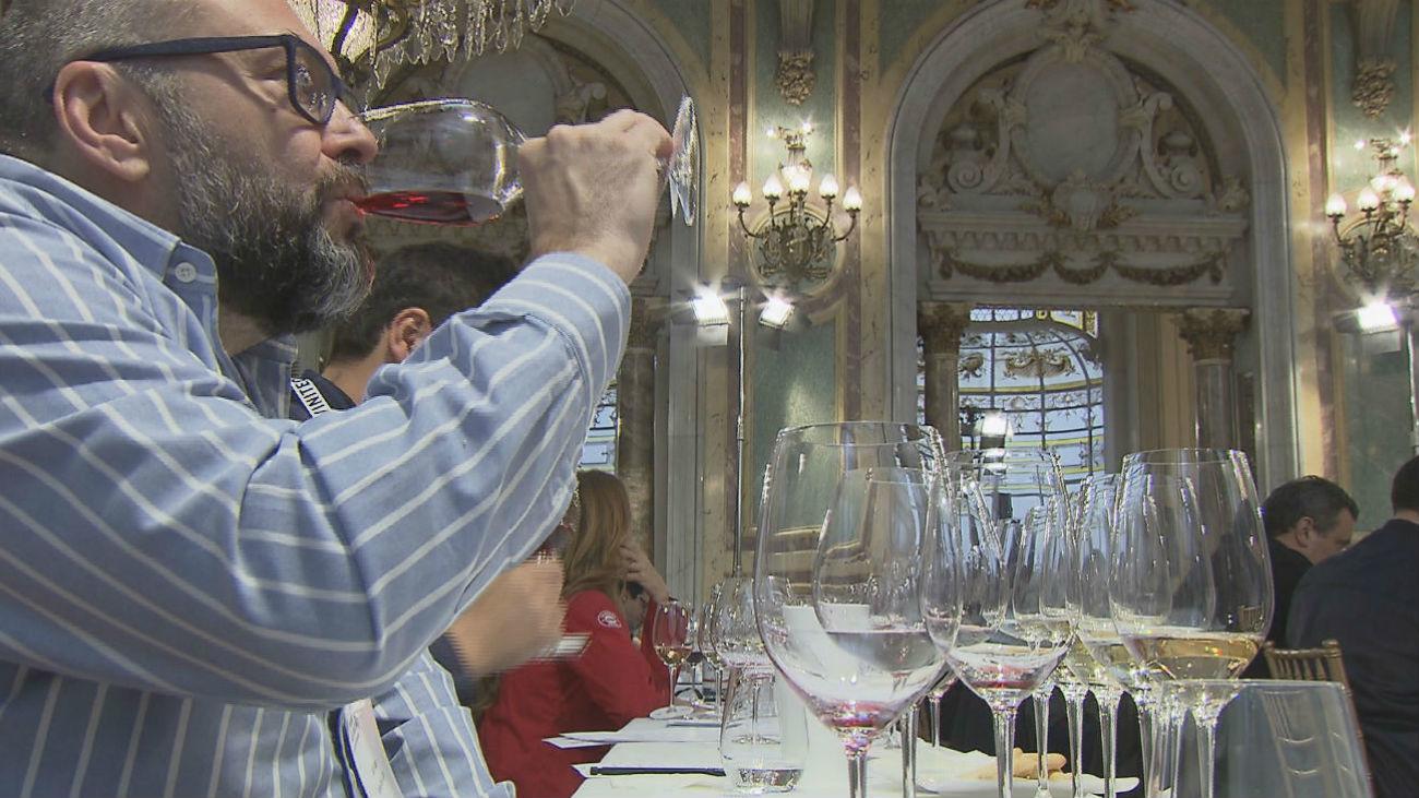El casino de Madrid acoge una cata de vino por parejas