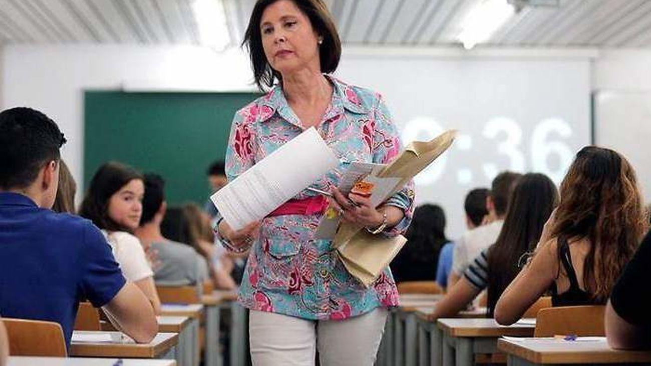 Una profesora, en una clase