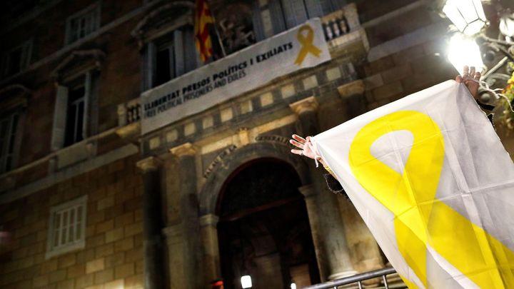 El Supremo rechaza la petición de Torra de suspender de urgencia la retirada de lazos