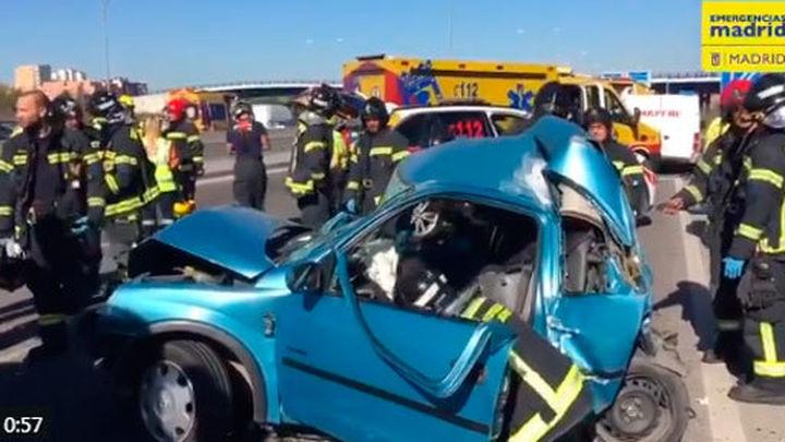Grave accidente en la A3 con una mujer y sus hijos heridos al ser embestidos por un camión de la basura