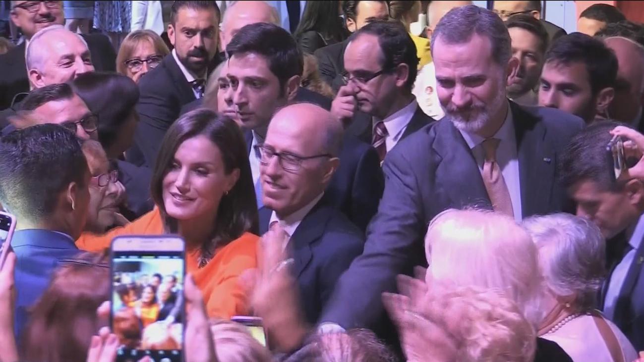 Los Reyes se dan un baño de multitudes en Argentina