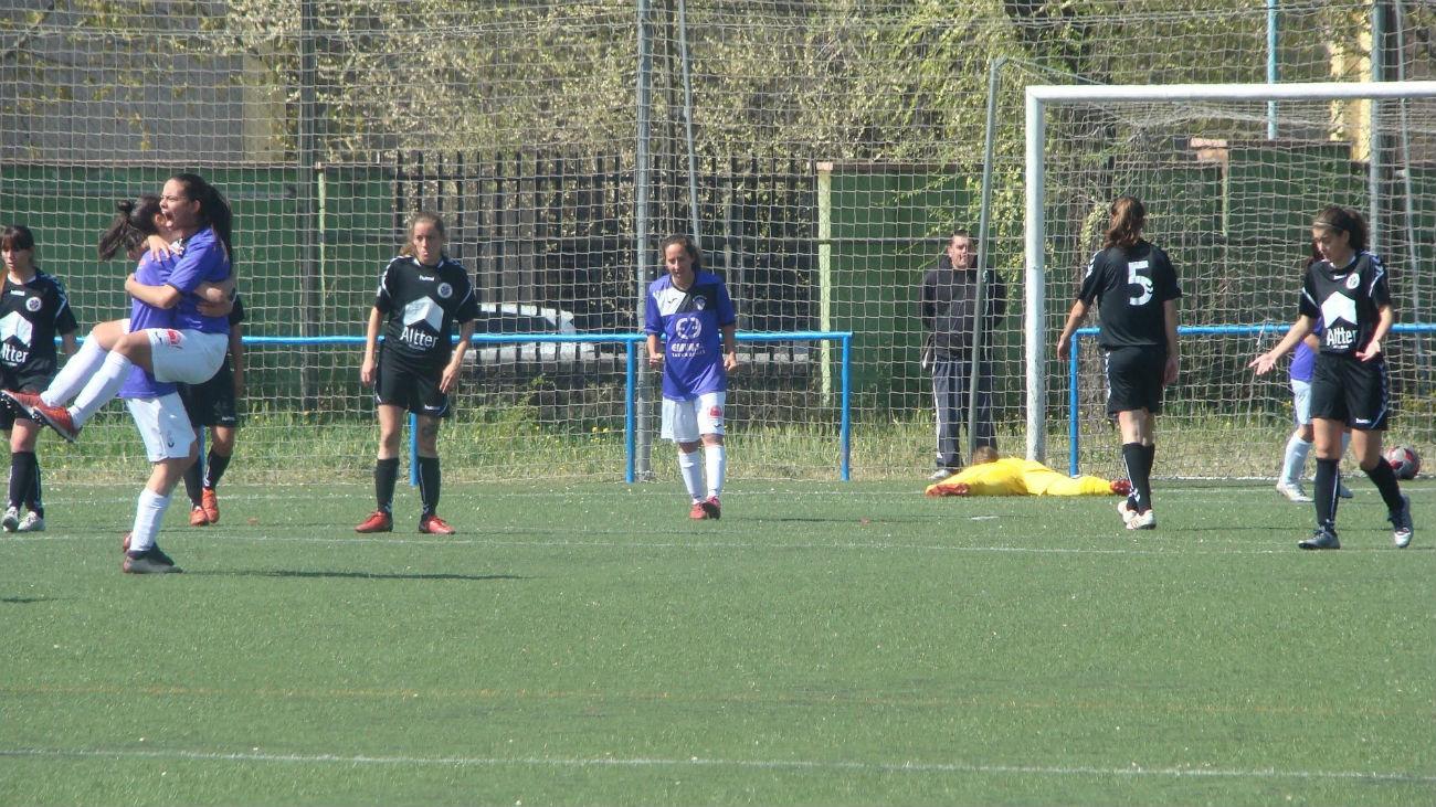 Golazo de falta de Bravo, del Alhóndiga, al Torrelodones (1-0)