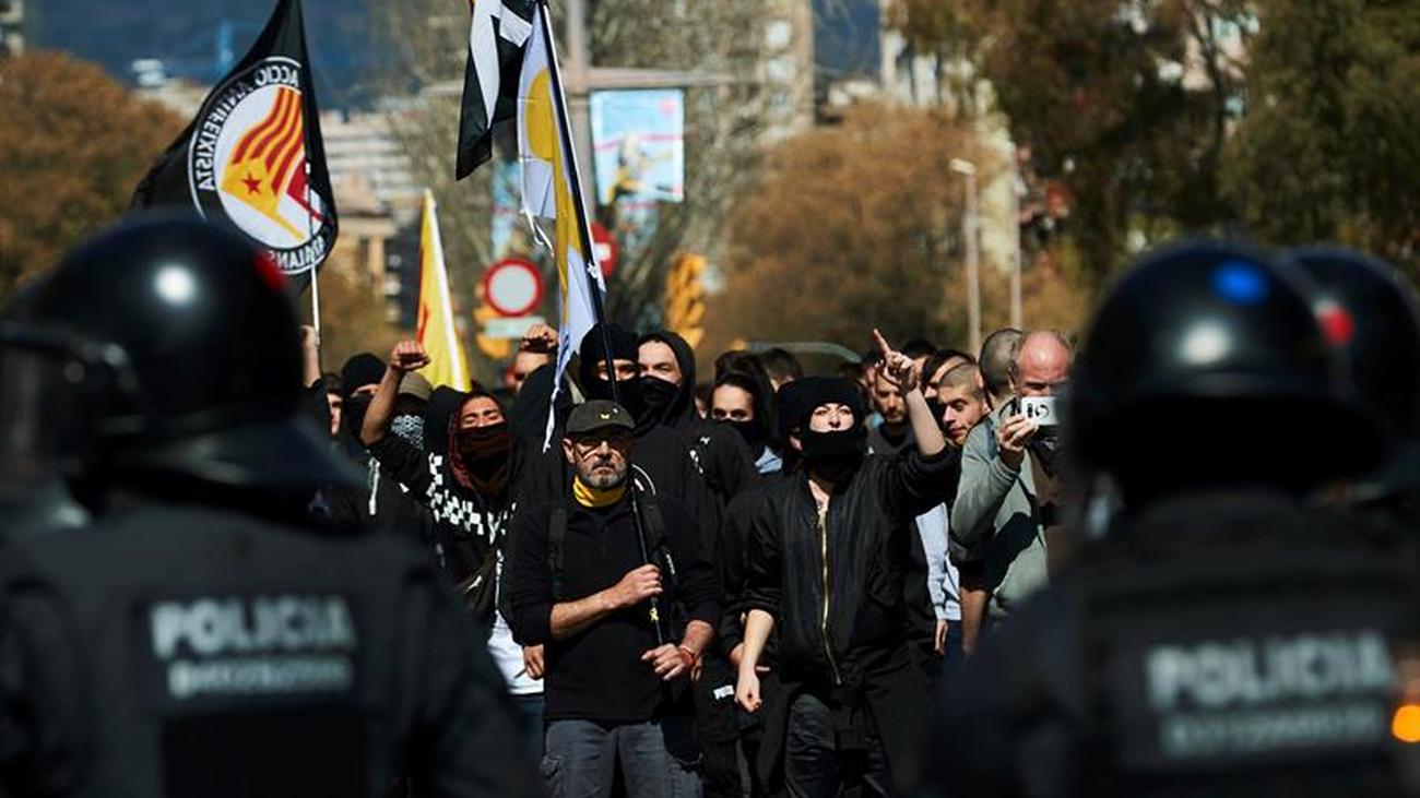 Siete detenidos en los altercados contra el acto de Vox en Barcelona