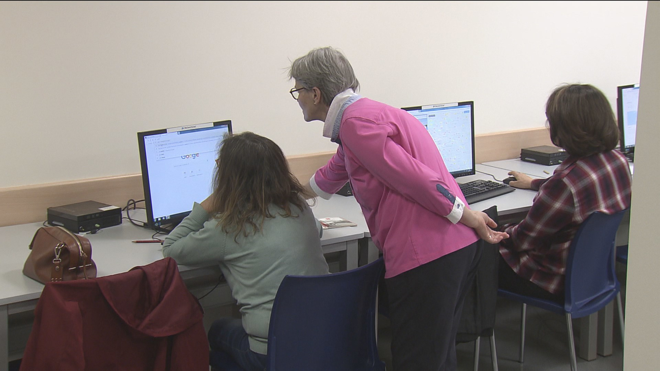 Los mayores aprenden informática e idiomas gracias a cursos para la tercera edad