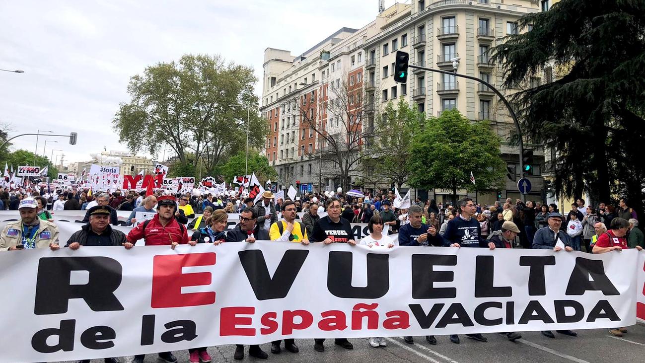 Miles de personas reclaman en Madrid  soluciones urgentes para la España rural