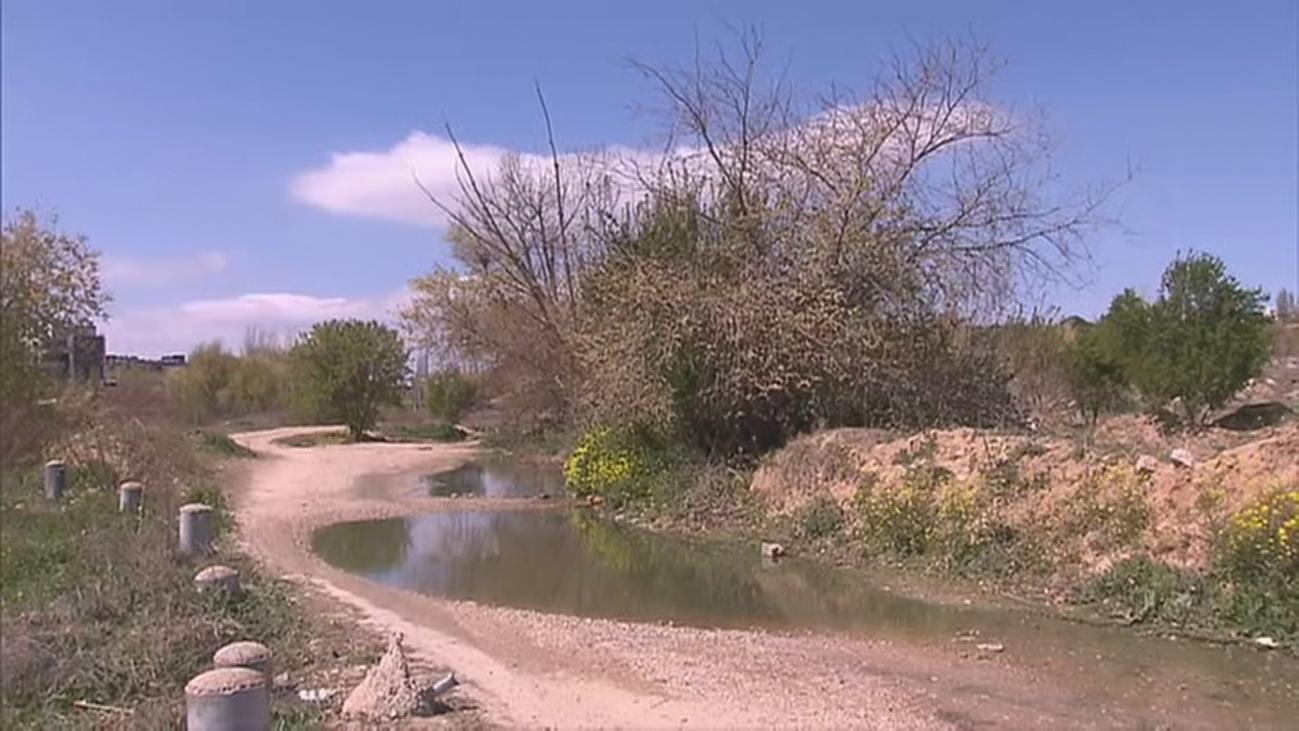 Hallan el cadáver de un hombre en un descampado en el distrito de Hortaleza