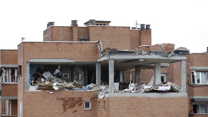 Avanzan con lentitud los trabajos de apuntalamiento del edificio de Vallecas que sufrió una explosión