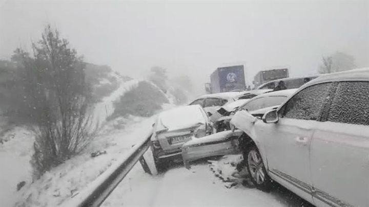Accidente múltiple en la A1: 35 heridos y 50 vehículos implicados