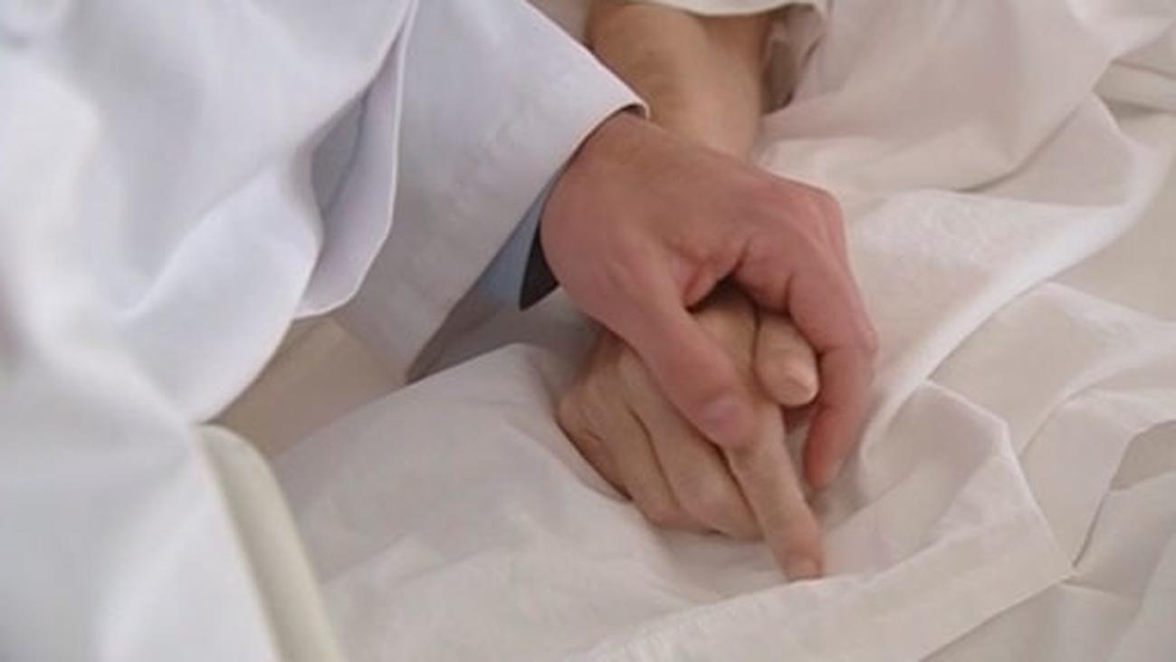 La ley de muerte digna regula en Madrid los cuidados paliativos y recoge el testamento vital