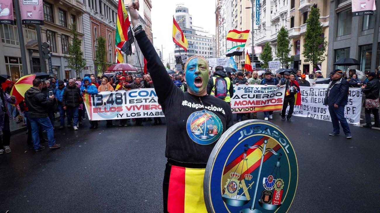 """Policías y guardias civiles se manifiestan en Madrid por equiparación """"real"""