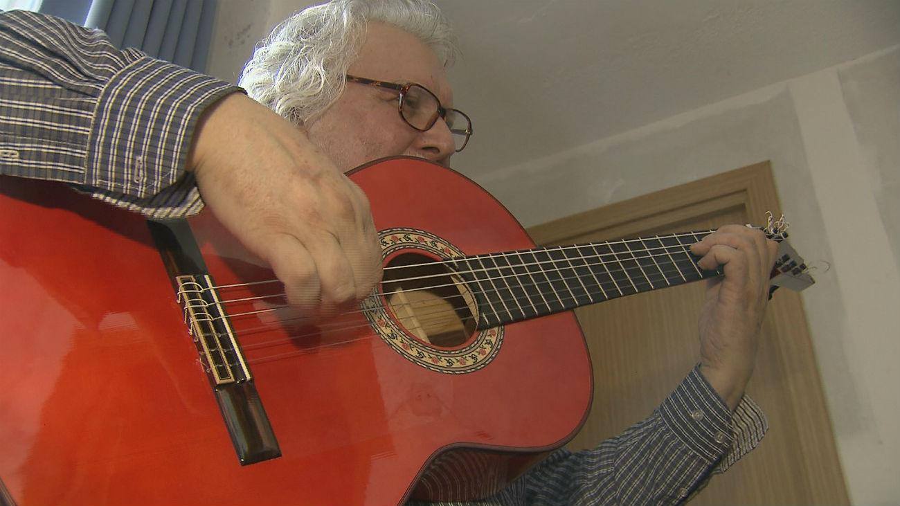 'El Entri' quiere poblar el mundo de guitarristas