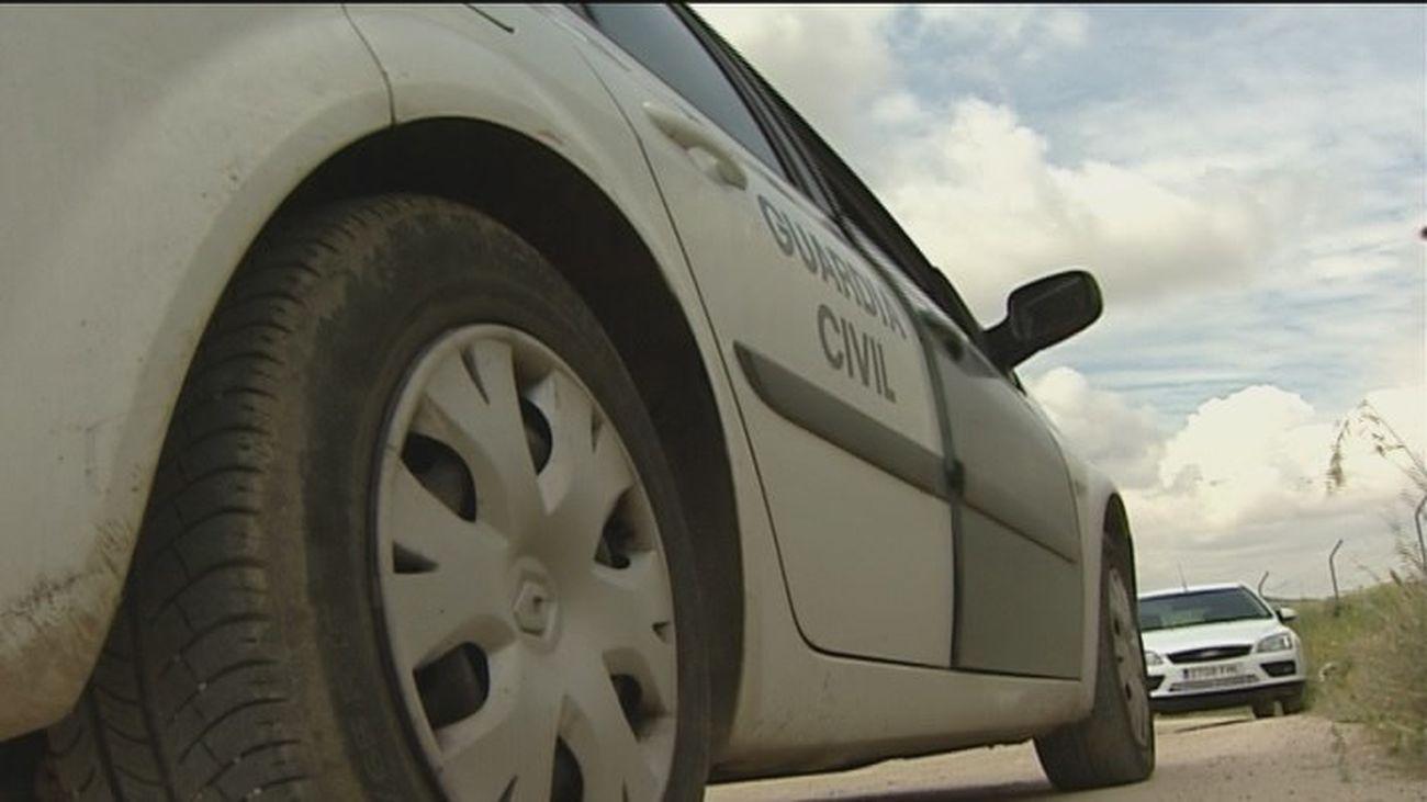 Liberan a dos personas retenidas en su coche que había robado su captor