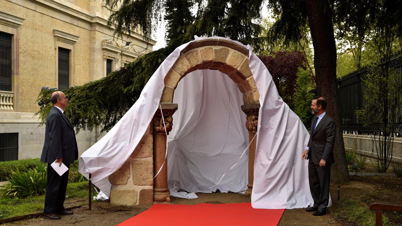 El Museo Arqueológico incorpora en su jardín un histórico arco románico en impresión 3D