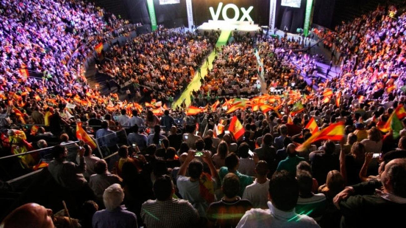 VOX, el nuevo partido fachoide - Página 21 Mitin-Vox-Vistalegre_2111198883_8857464_1300x731