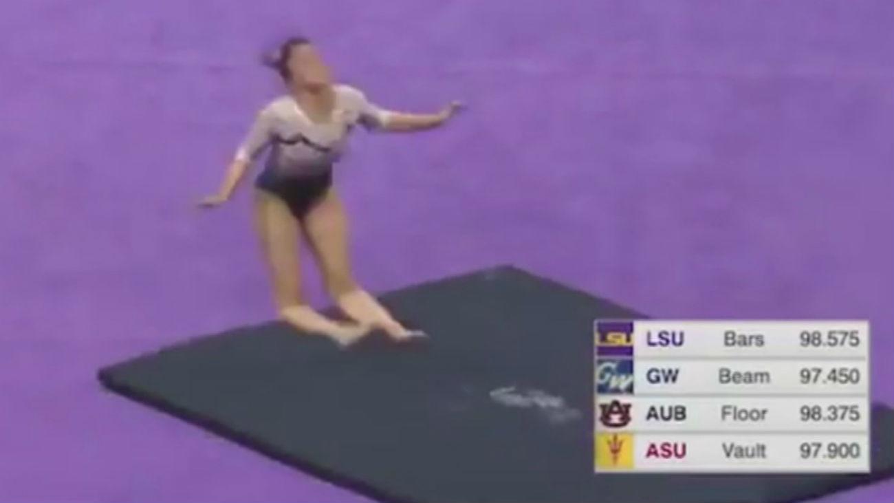 Una gimnasta se rompe las dos piernas en una caída