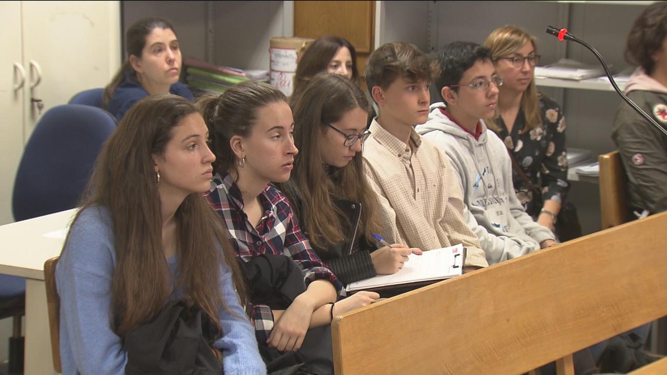 Alumnos de la ESO aprenden in situ cómo se celebra un juicio