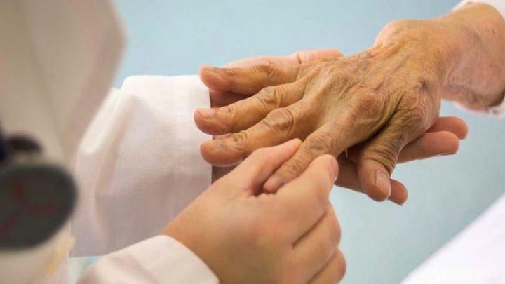 Artritis reumatoide: qué es, cuáles son sus síntomas y por qué aparece