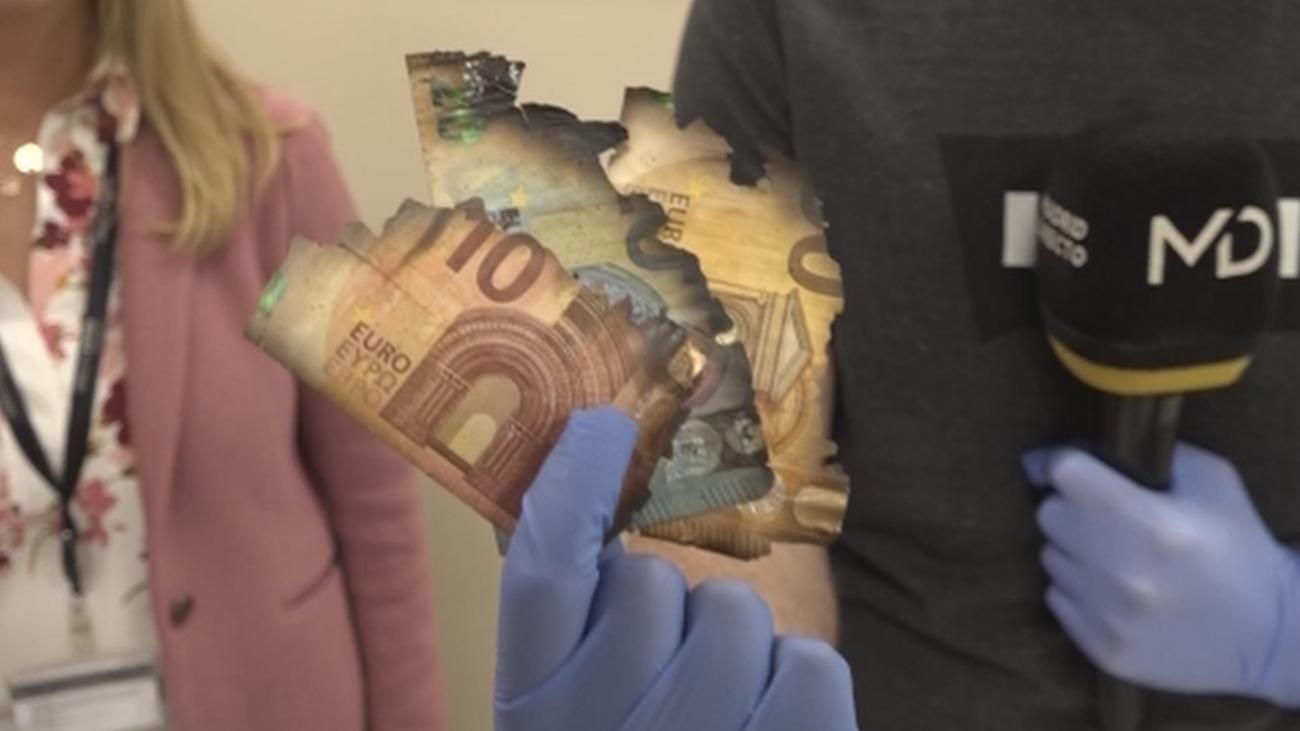 Escondía una caja llena de billetes en su chimenea y acaban chamuscados
