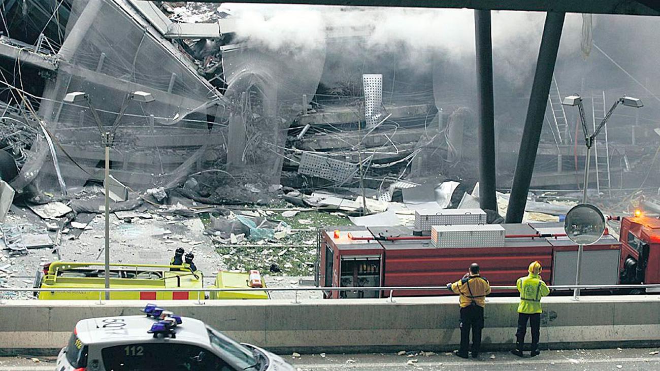 2006. El atentado de ETA en la T4 dinamita el proceso de paz