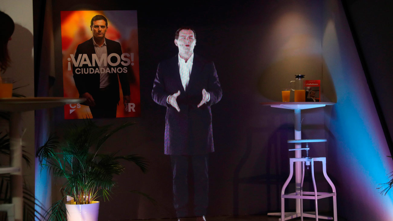 El holograma de Rivera pide el voto desde la España rural