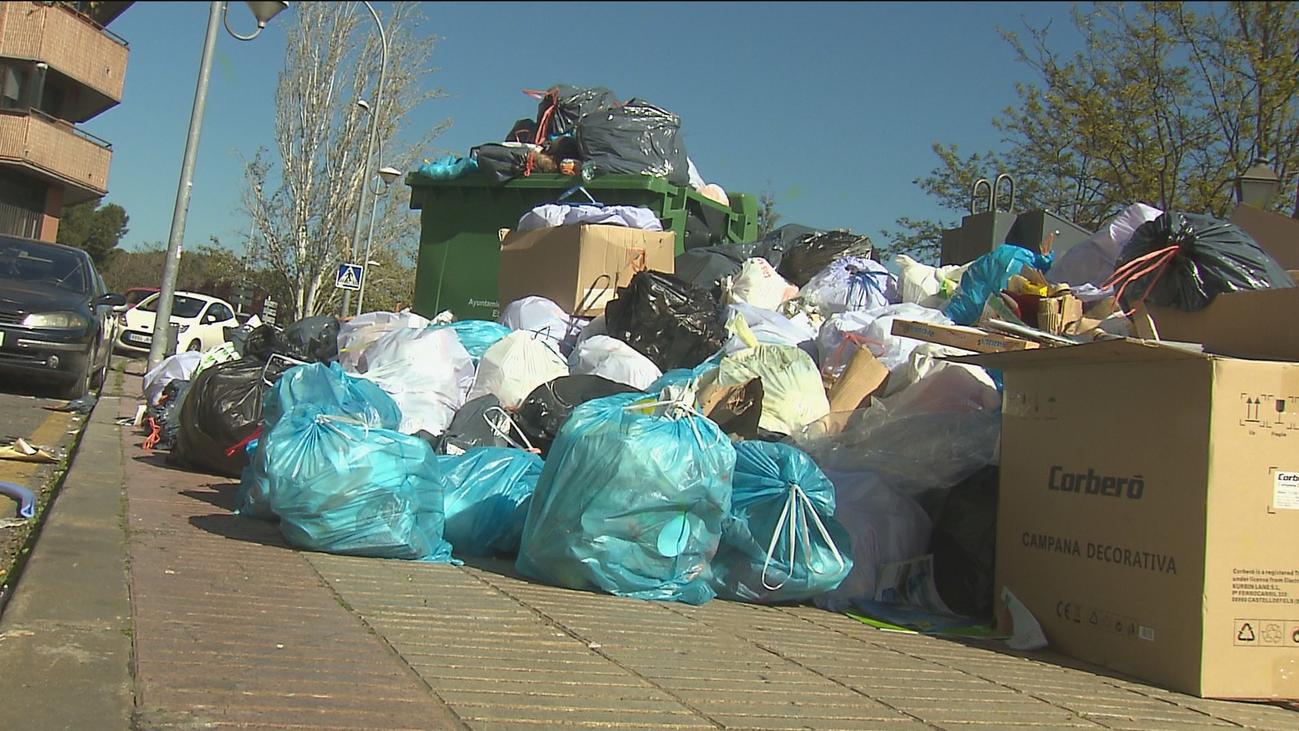Alcorcón cerca de la alerta de riesgo sanitario por la acumulación de basuras