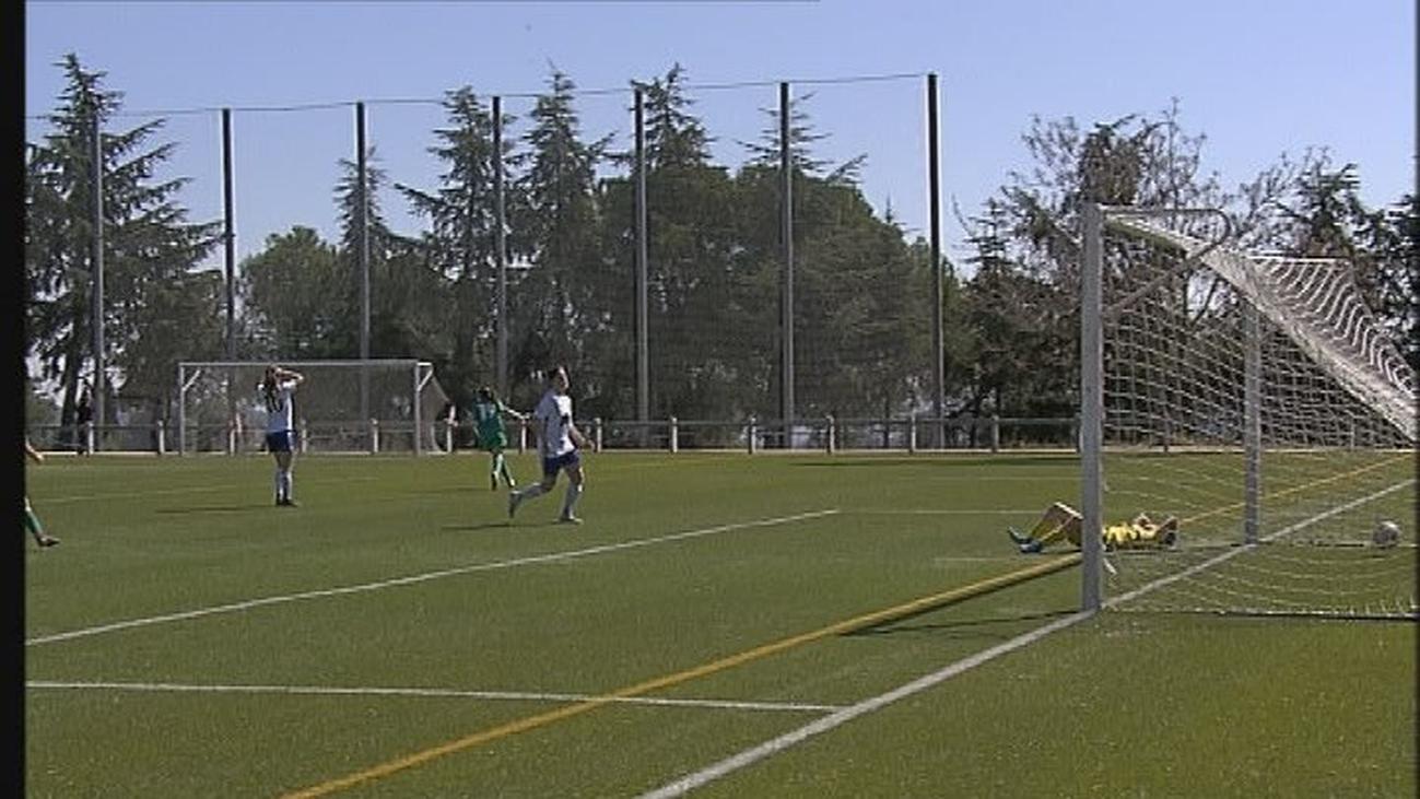 Gol de María, de la Escuela AFE, al CF Torrelodones (2-2)