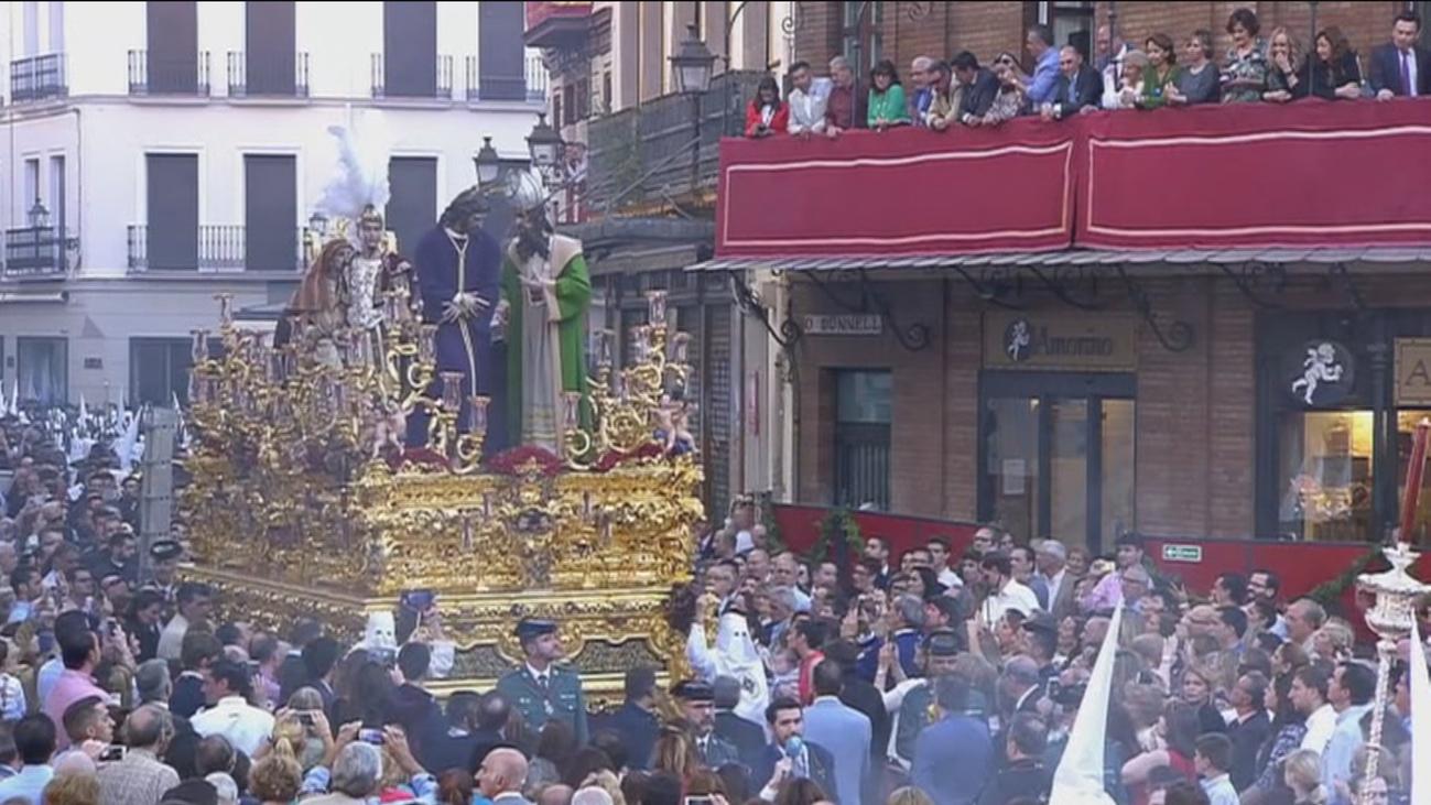 Balcones por las nubes para presenciar la Semana Santa sevillana