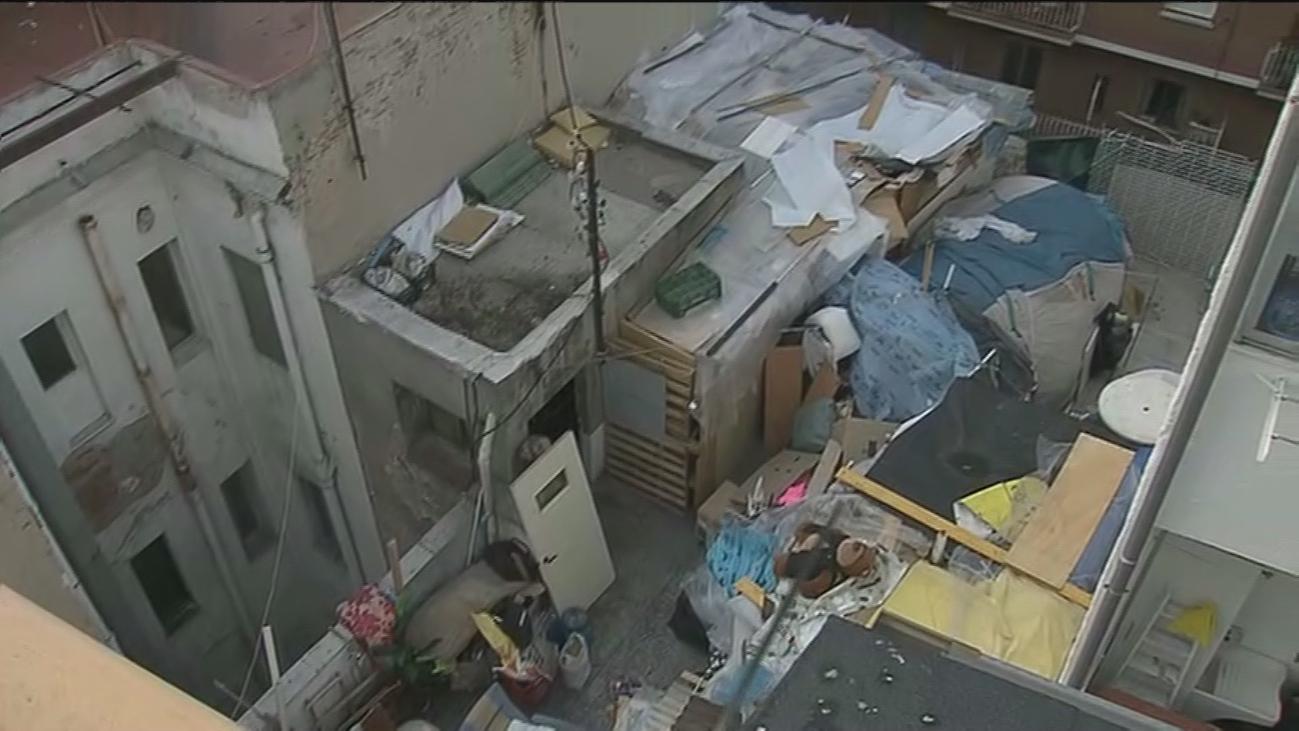 Vecinos de Tetuán denuncian a los okupas de un edificio donde un hombre cobra 300 euros por vivienda