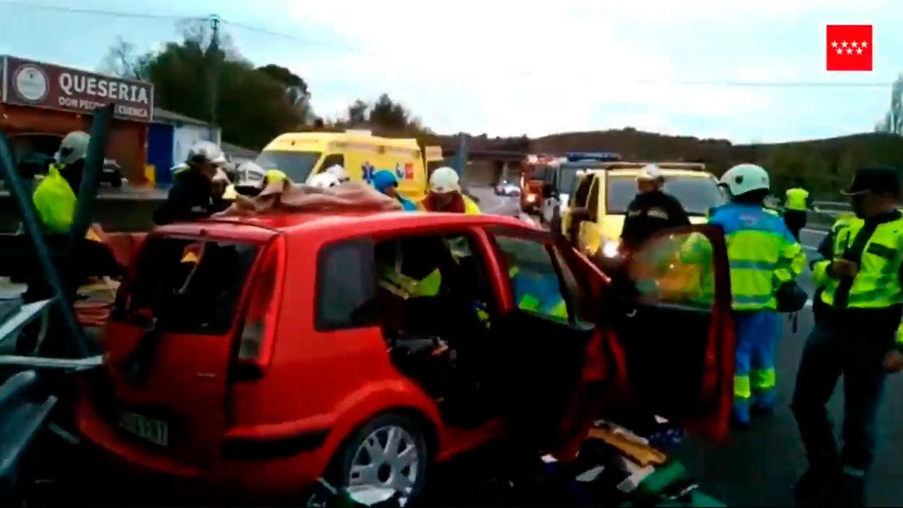 Imagen del coche siniestrado en el kilómetro 63 de la A-3, a la altura de Fuentidueña de Tajo (Emergencias Madrid)