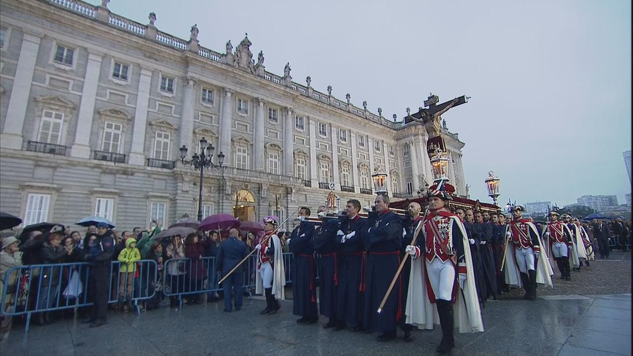 El Cristo de los Alabarderos marcha por Madrid