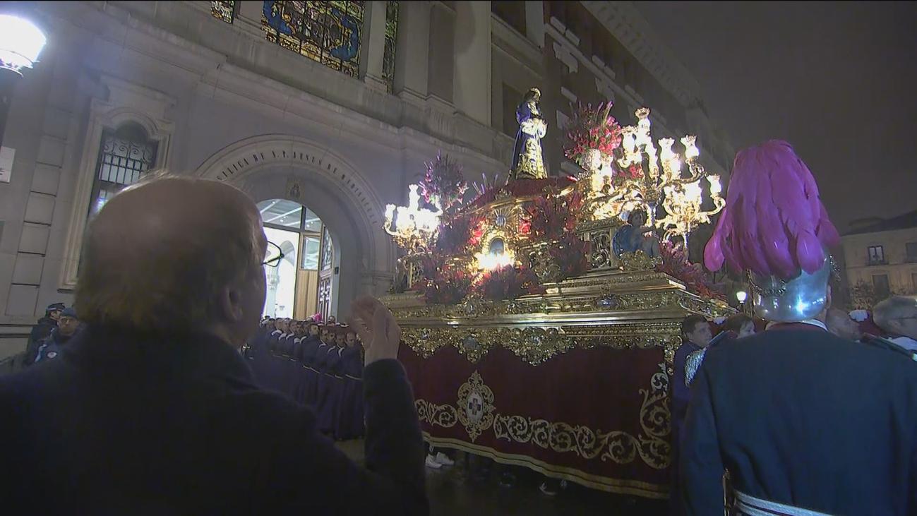 El Señor de Madrid sale, por fin, y es recibido con una saeta