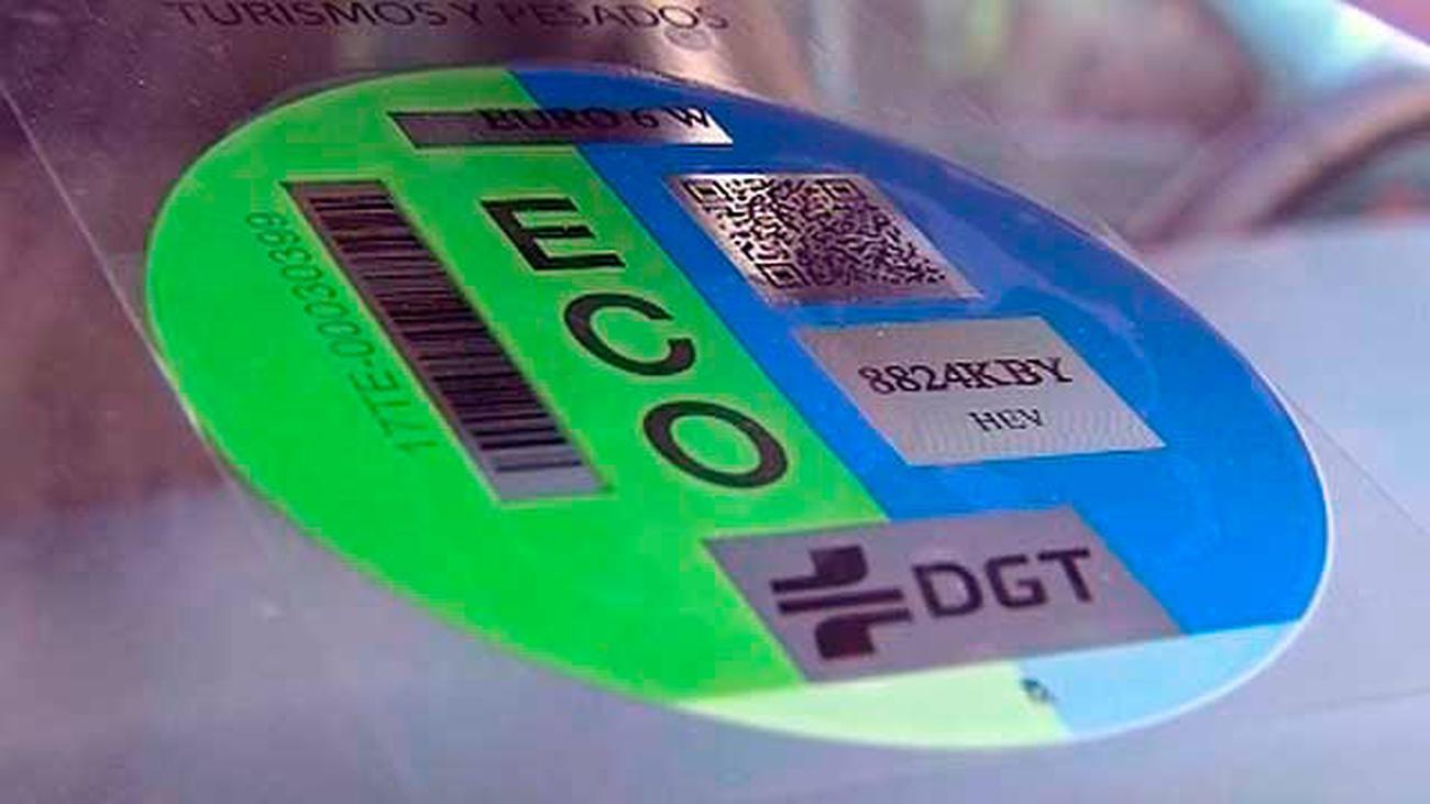 Obligatorio el uso de la pegatina de la DGT a partir del 24 de abril en Madrid