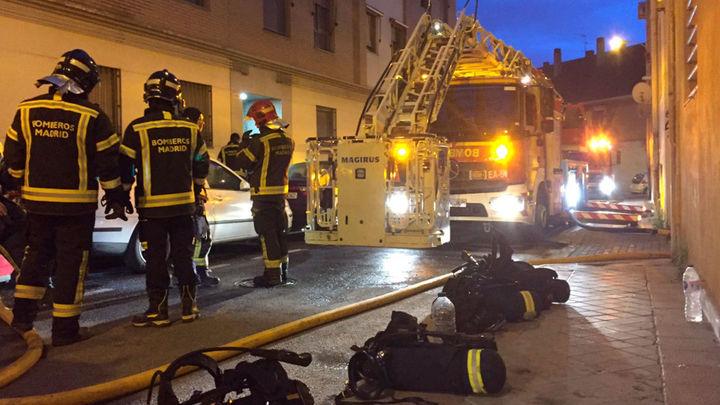 Un joven herido de gravedad en el incendio de una vivienda en Carabanchel