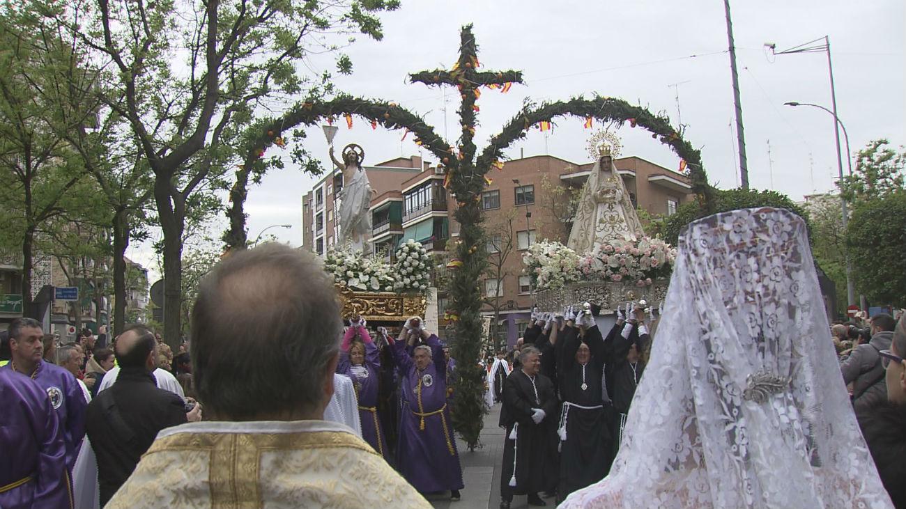 La procesión del Encuentro pone el broche final a la Semana Santa de Móstoles