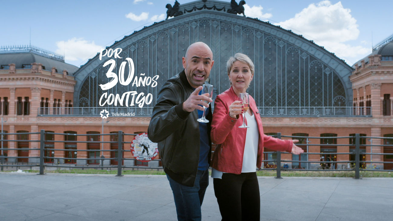 Emilio Pineda e Inmaculada Galván, presentadores de 'Madrid Directo'.