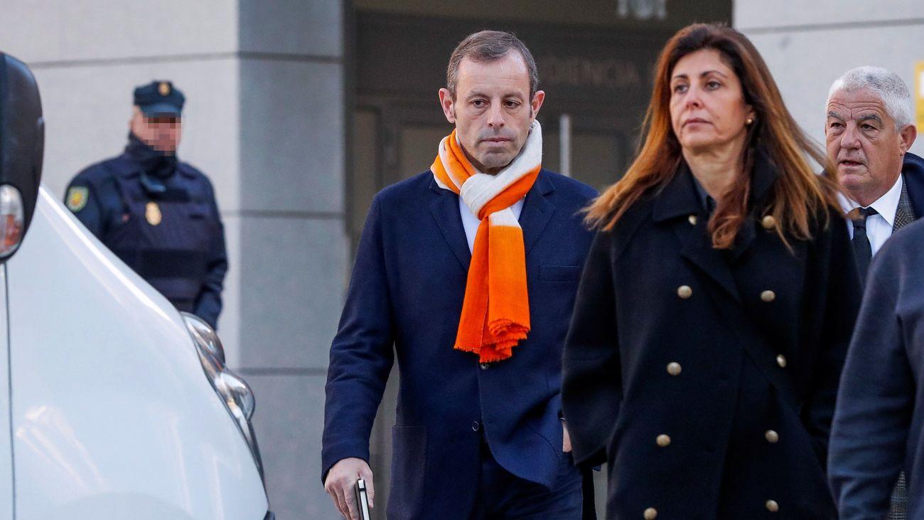 Sandro Rosell a su llegada a la Audiencia Nacional en Madrid, junto a su esposa, Marta Pineda/EFE