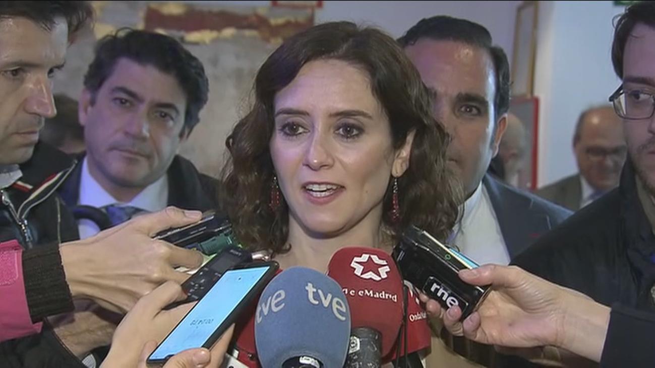 """Díaz Ayuso """"espera que cierre"""" ya """"el mercadillo de segunda mano de políticos"""""""