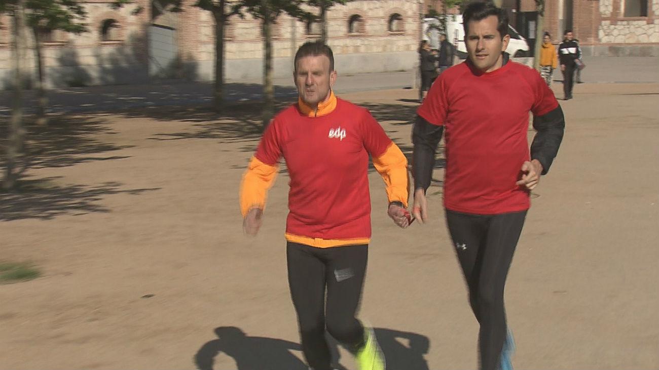 José y Floren, ciego y guía, listos para el Medio Maratón de Madrid