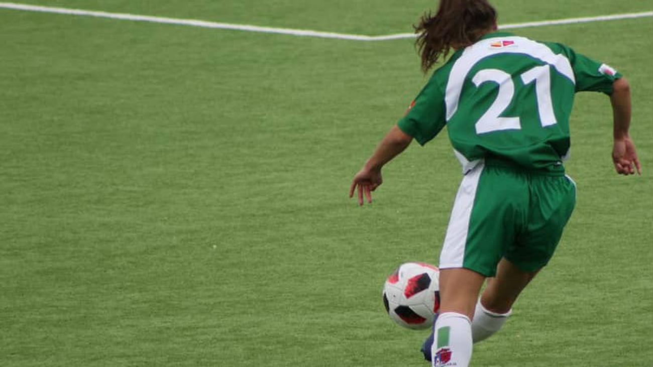 Gol de Sol, del Pozuelo, frente al Olímpico (0-1)