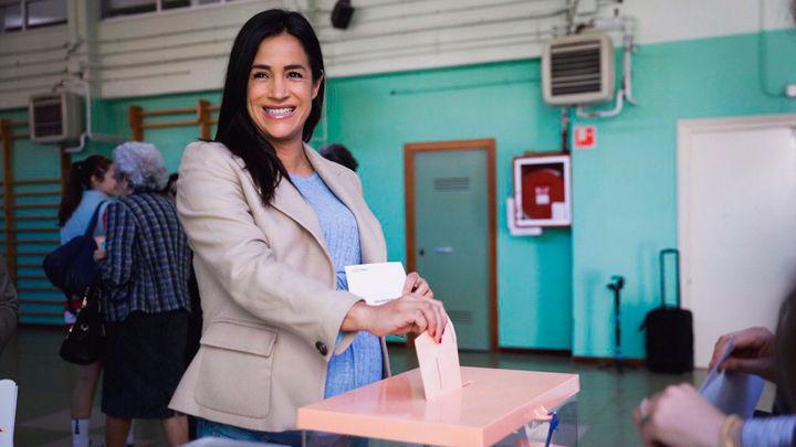 Begoña Villacís votando en su colegio electoral en las elecciones generales del 28 de Abril