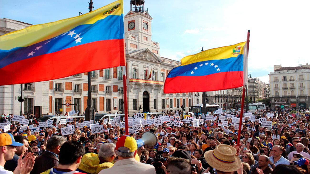 Centenares de venezolanos se manifiestan en Sol en favor de Guaidó